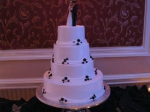 Happy Ending--they turned the cake around and put the topper back on.