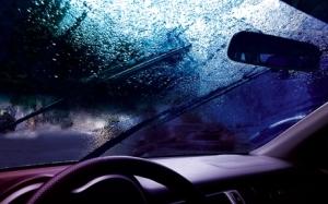 Windshield-Wipers-in-Rain